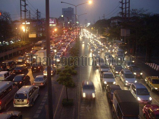 タイ免許制度&バンコクの大型車両規制について